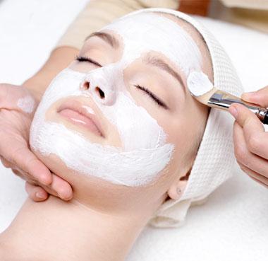 O tratamento de estética facial é indicado para homens e mulheres que desejam muito mais do que beleza, mas também tratar do bem-estar do rosto.